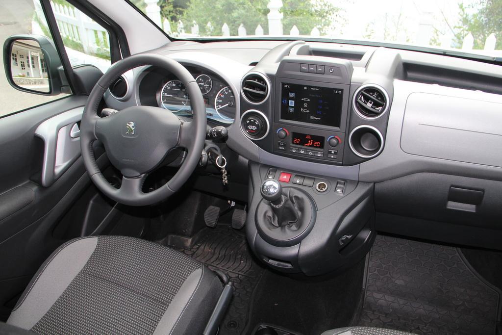 Интерьер Peugeot Partner Tepee 4x4