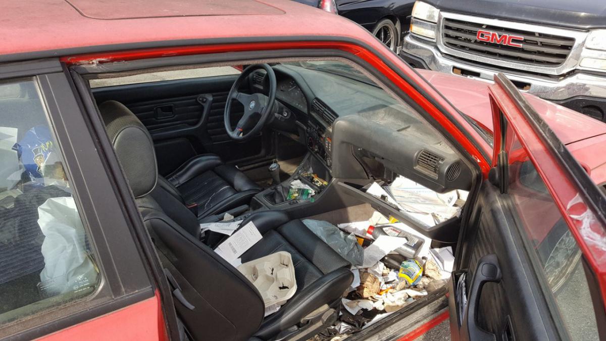 На каких автомобилях женщины предпочитают видеть мужчин - грязный салон авто