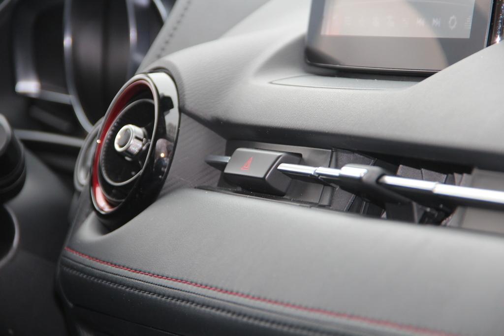 Дизайн интерьера Mazda CX-3