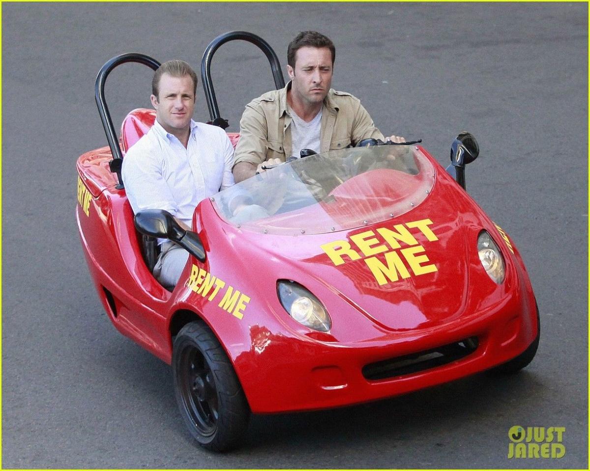 На каких автомобилях женщины предпочитают видеть мужчин - смешное зрелище мужчина в маленьком авто
