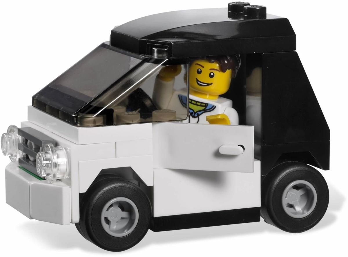 На каких автомобилях женщины предпочитают видеть мужчин - маленькое авто