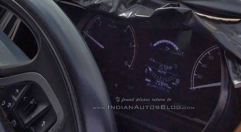 Фото и подробности кроссовера Tata на базе Land Rover Discovery Sport