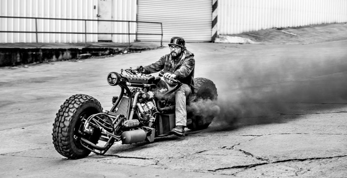 дизельный полноприводный двух турбированный мотоцикл