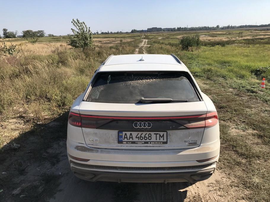 Audi Q8 вид сзади
