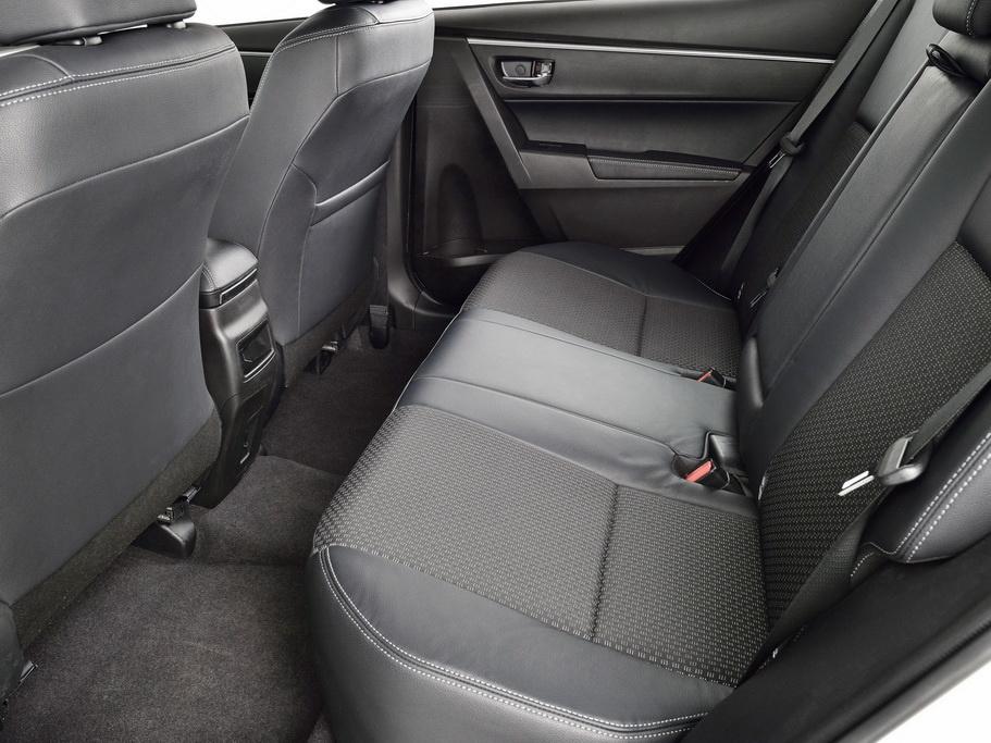 Toyota Corolla задний ряд