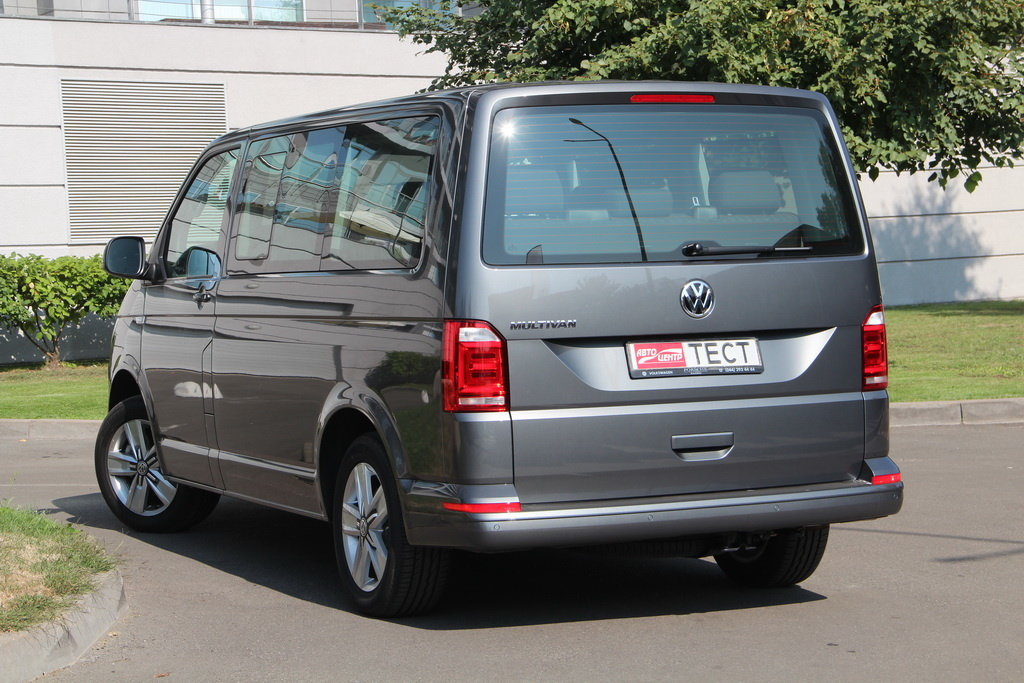 Внешность Volkswagen Multivan 2018 вид сзади