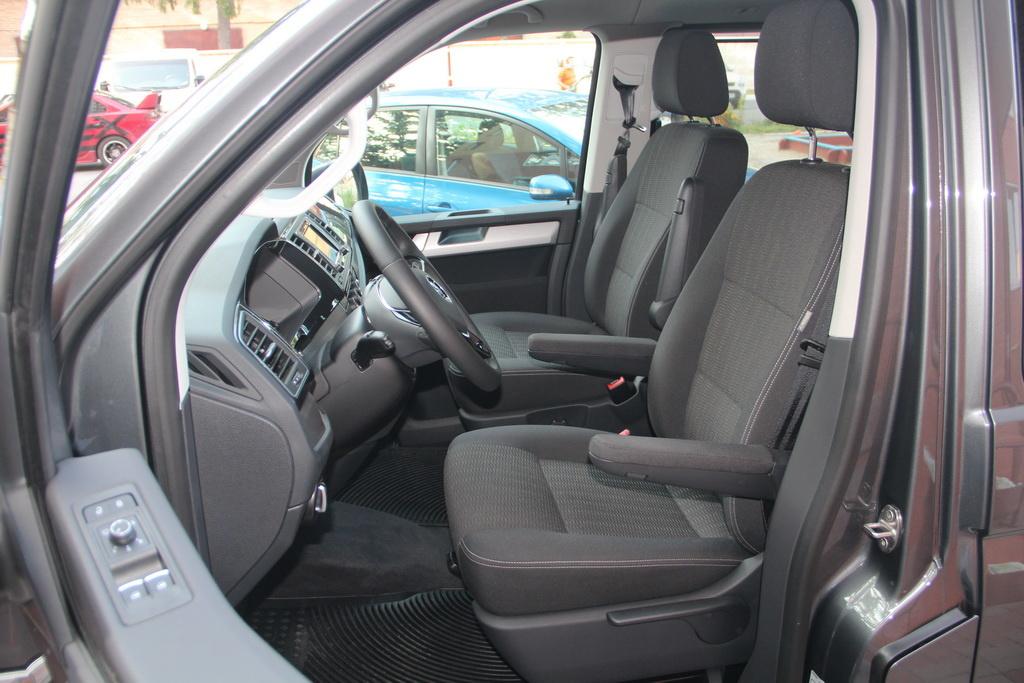 Водительское кресло Volkswagen Multivan 2018