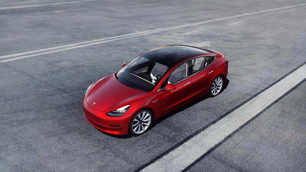 Октября 2018 Компания Tesla выпустила 100 тыс.  электромобилей Tesla Model 3