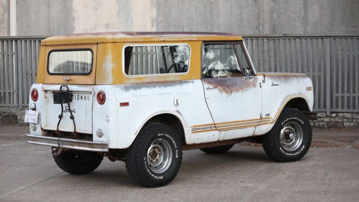 Редчайший внедорожный кабриолет 70-х продадут по цене Дастера