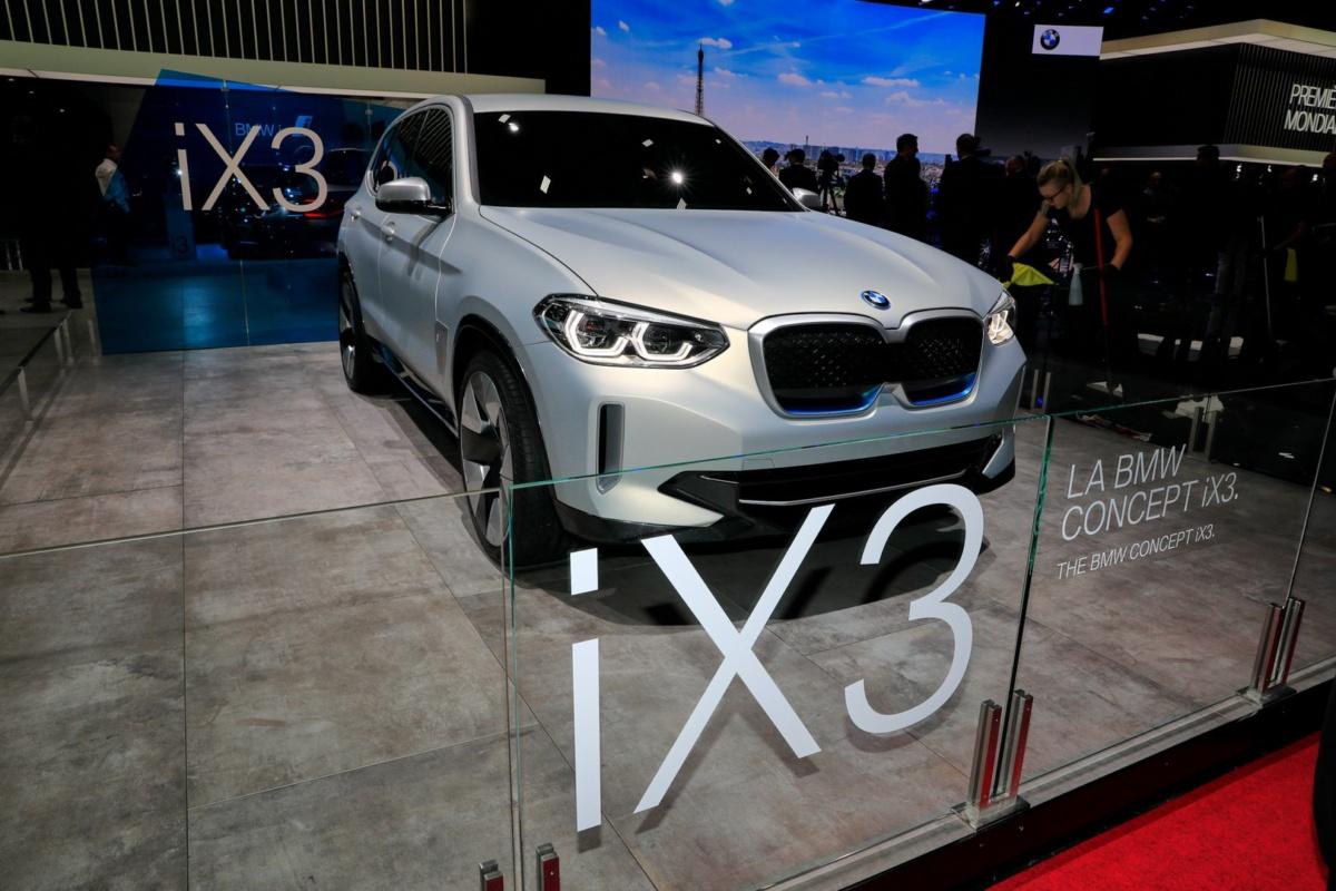 Концепт электрокроссовера BMW iX на Парижском автосалоне