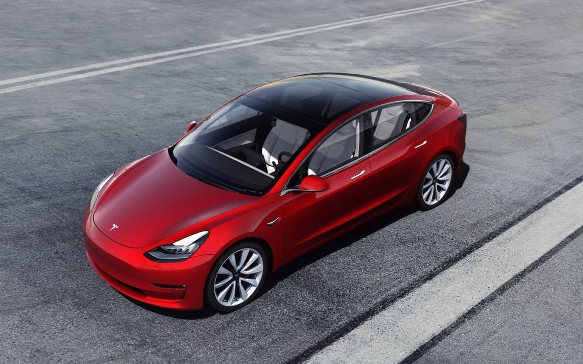 Tesla начала продажи бюджетной Model 3295