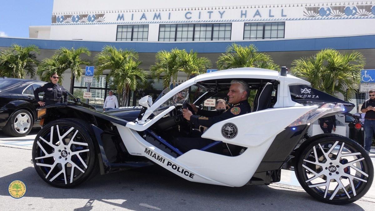 полицейский трицикл Polaris Slingshot