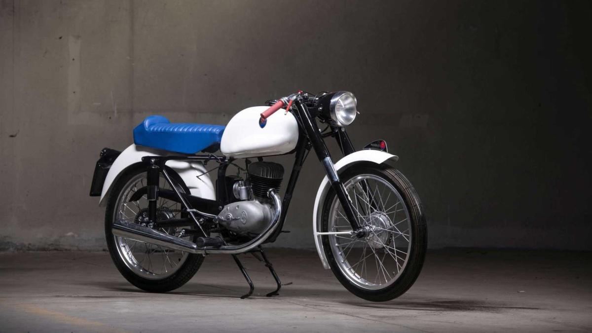 На продажу выставлен раритетный мотоцикл Maserati