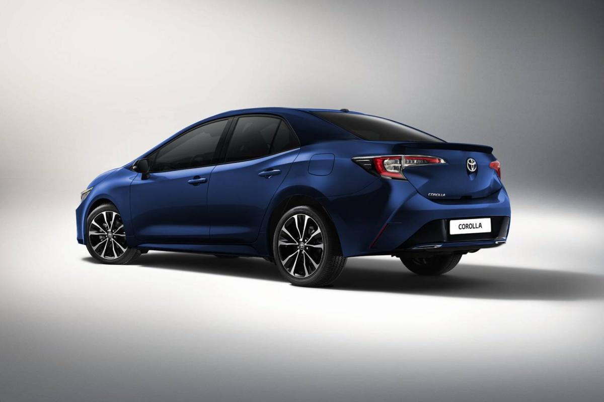Новый седан Toyota Corolla 2019 рассекретили перед премьерой