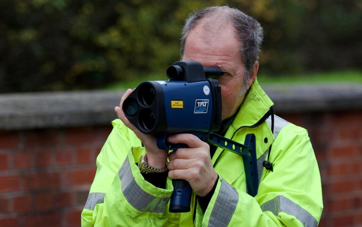 Британский полицейский с трукамом - мнимый эффект косинуса