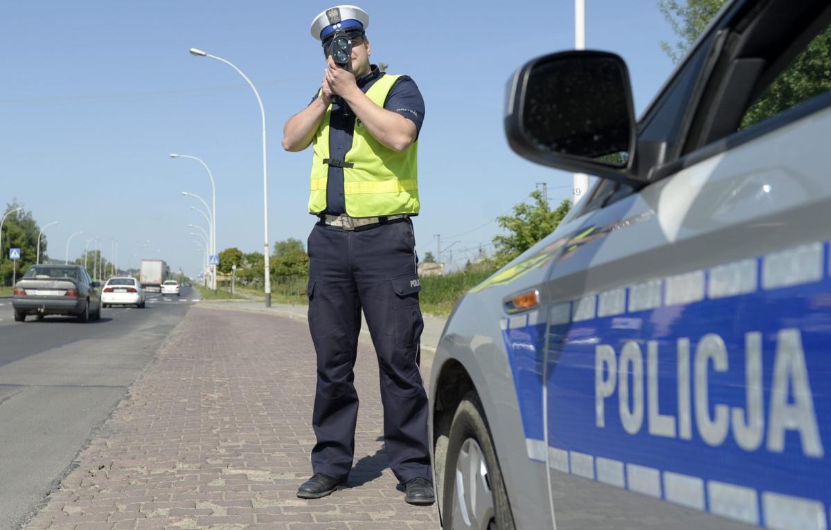 Польский полицейский с трукамом - эффект косинуса