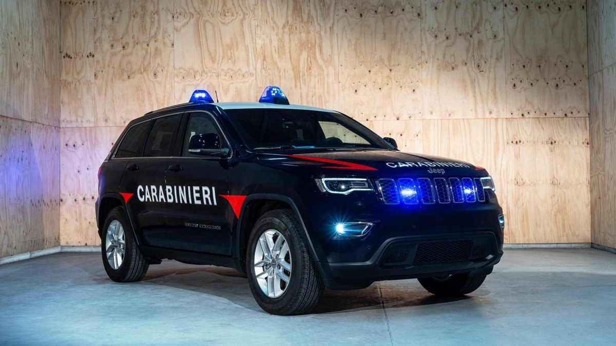 Настраже правопорядка: вседорожный автомобиль Jeep Grand Cherokee защитился отпуль