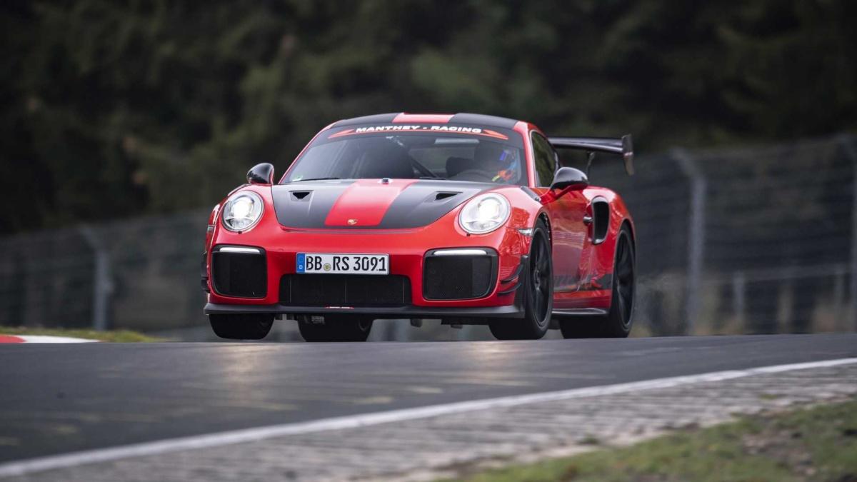 Новейший Porsche 911 оказался быстрее 1360-сильного электрокара