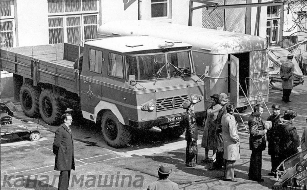 Автомобили для кино - грузовик с оригинальной кабиной для перевозки бригады водолазов