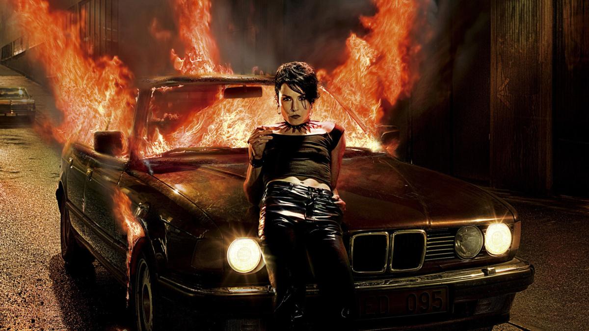 горящий автомобиль в кино