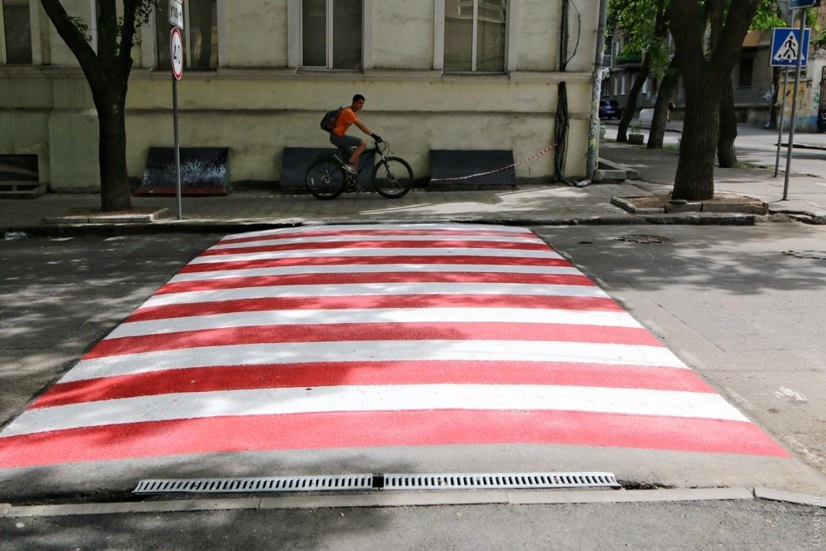 Лежачие полицейские: приподнятый пешеходный переход
