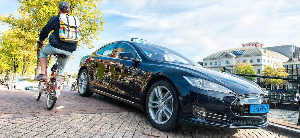 такси Tesla в Амстердаме