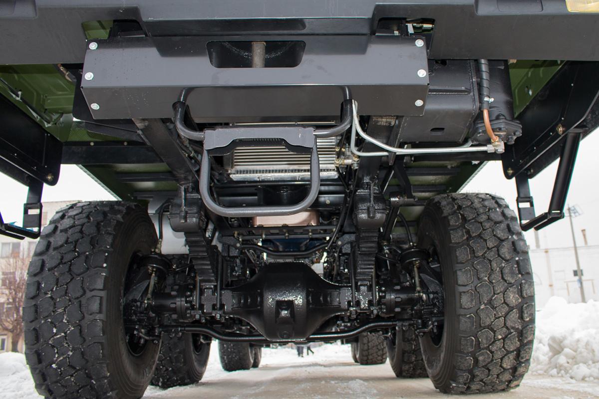 Украинские военные получили первый КрАЗ 8х8 с автоматом