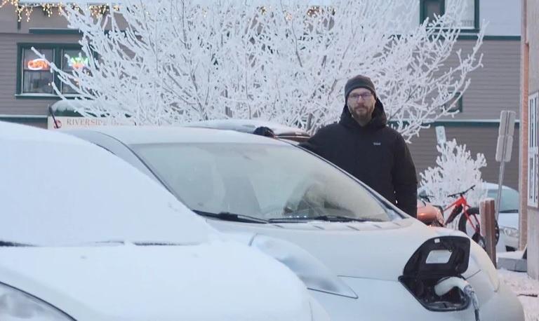 Электромобиль Ниссан Лиф на канадском Юконе