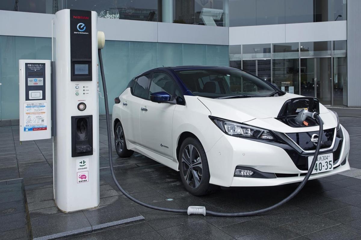 У базовой версии Nissan Leaf e-plus бОльший запас хода, чем у дорогих комплектаций