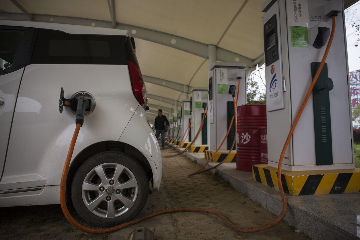 зарядка авто на электротяге в Китае