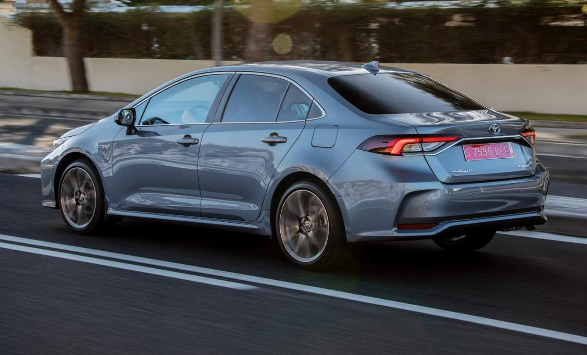 Новая Toyota Corolla 2019: все двигатели и их расход топлива