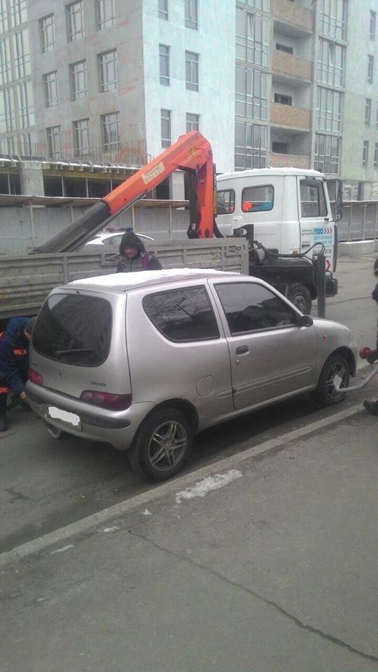 В Киеве за неправильную парковку начали эвакуировать машины