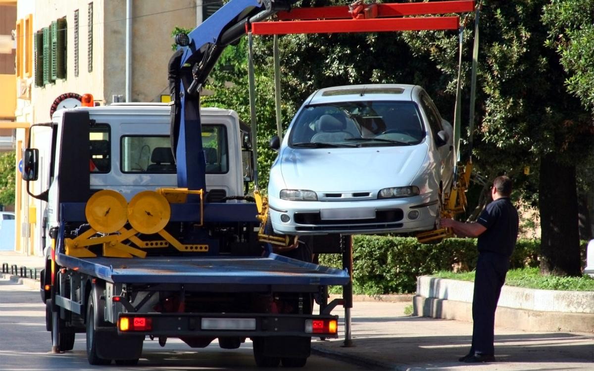 В каких случаях могут забрать авто на штрафплощадку - эвакуация авто