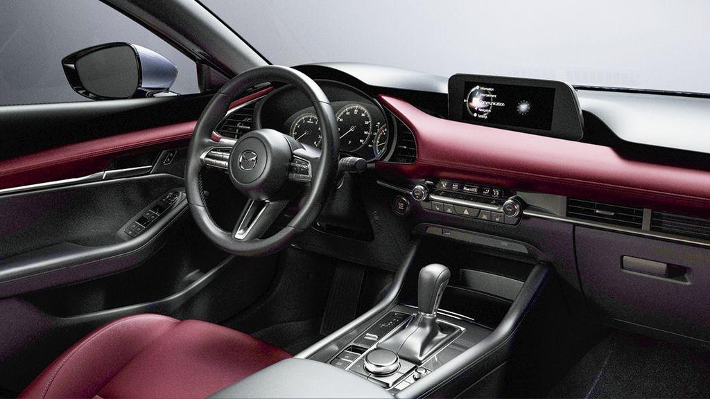Салон Mazda 3 четвертого поколения