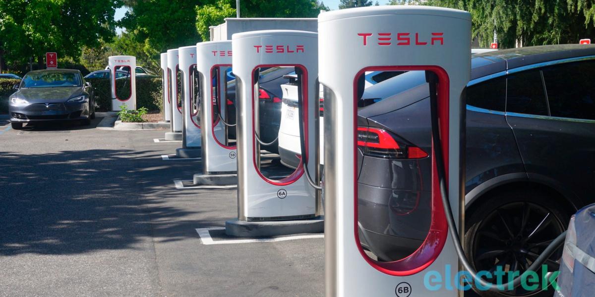 «120 км за 5 минут». Tesla представила третье поколение станций быстрой зарядки Supercharger V3 с удвоенной мощностью (250 кВт!)