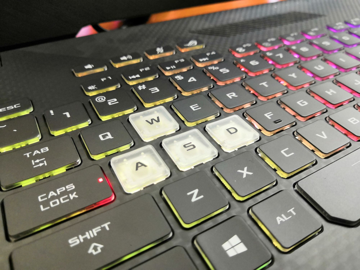 ноутбук ROG STRIX  SCAR II клавиатура