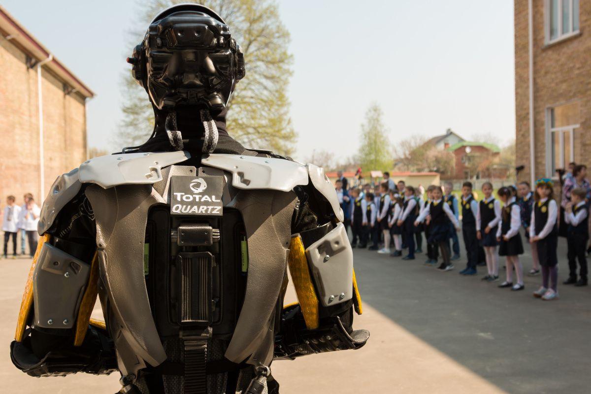 Робот Total Quartz и Безопасность детей на дорогах