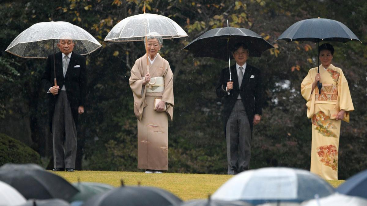 Старый и новый японский императоры. Японская королевская семья