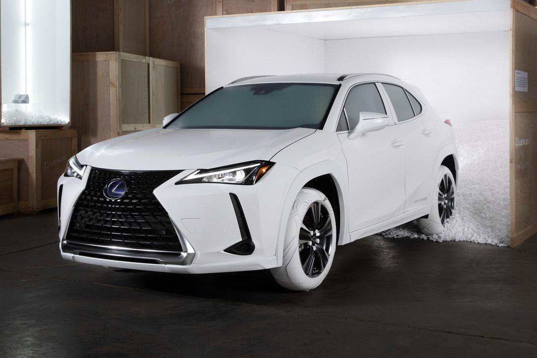 Белый/светло-бежевый цвет авто