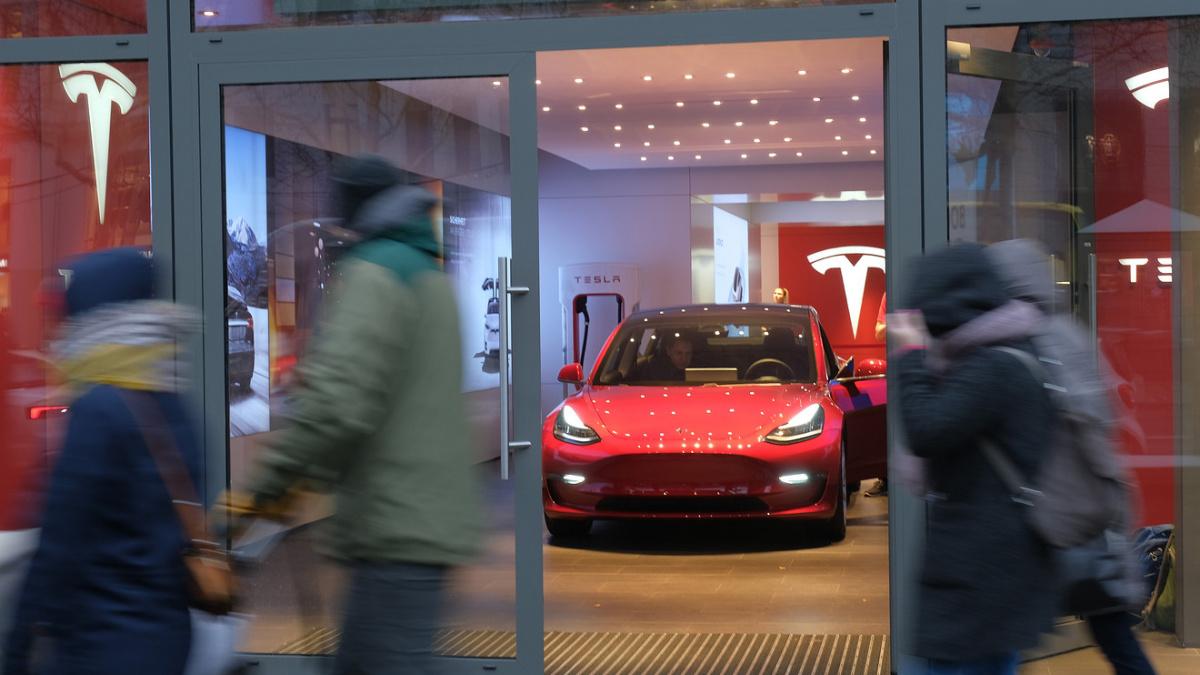 Tesla на пороге банкротства?