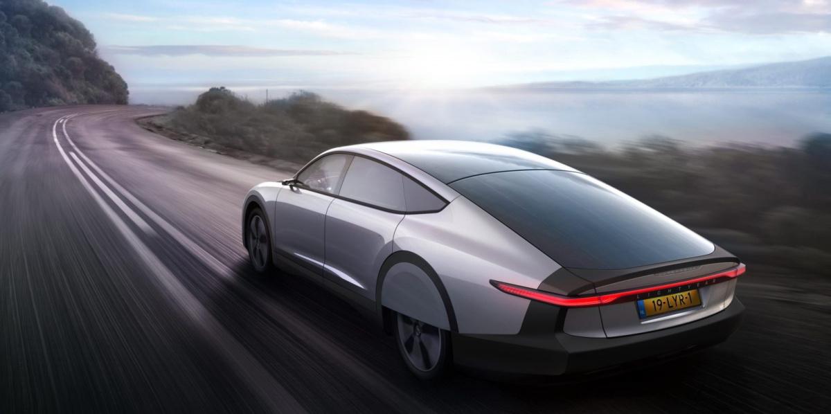 электромобиль на солнечной энергии Lightyear One