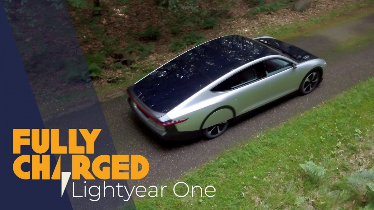 электромобиль на солнечнойсвете Lightyear One