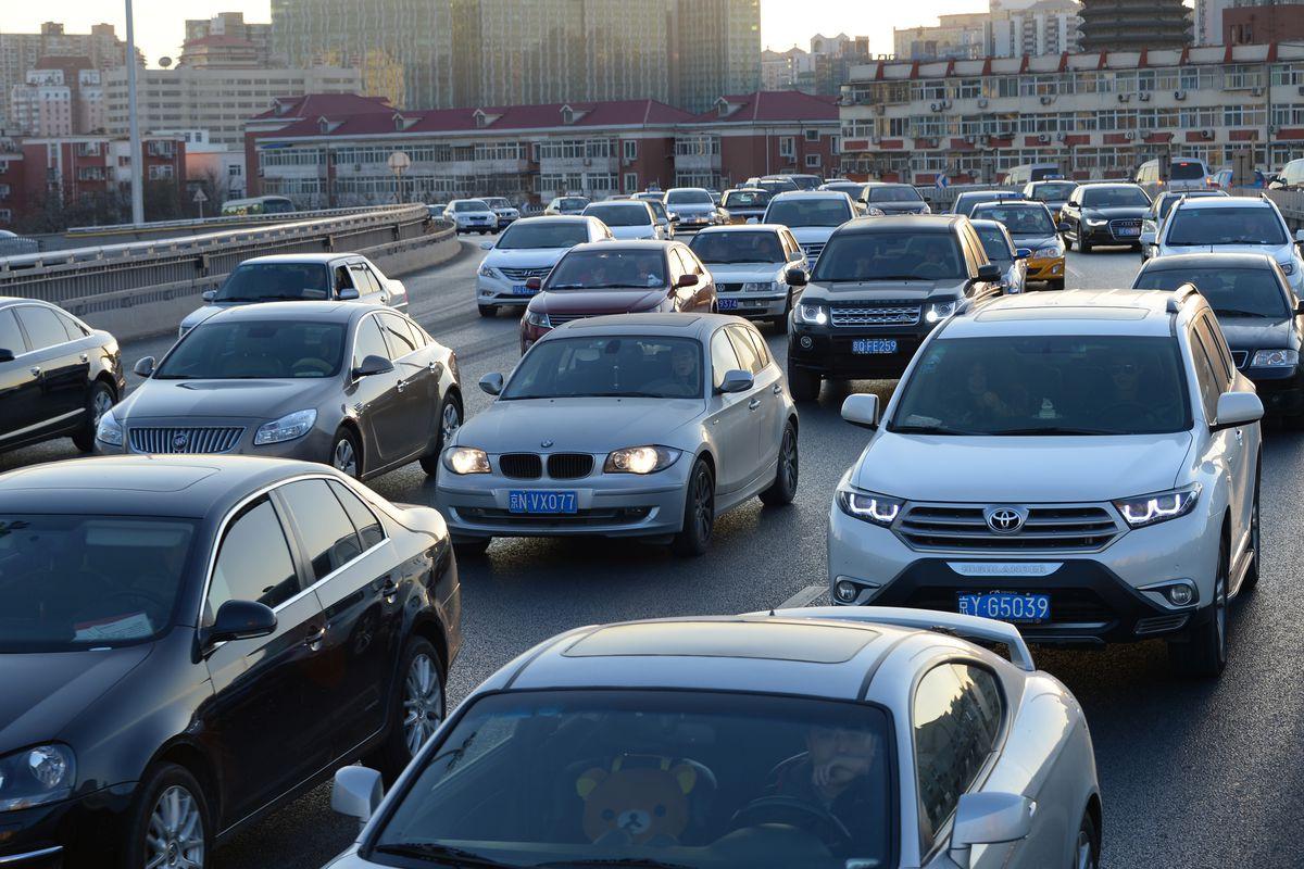 в Китае ездит невообразимое количество автомобилей