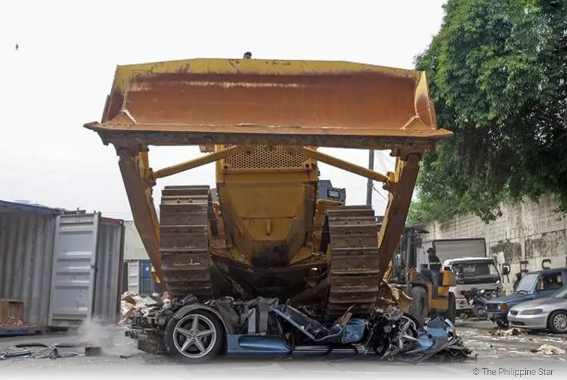 Чтобы неповадно было: наФилиппинах публично раздавили Феррари 360 Spider