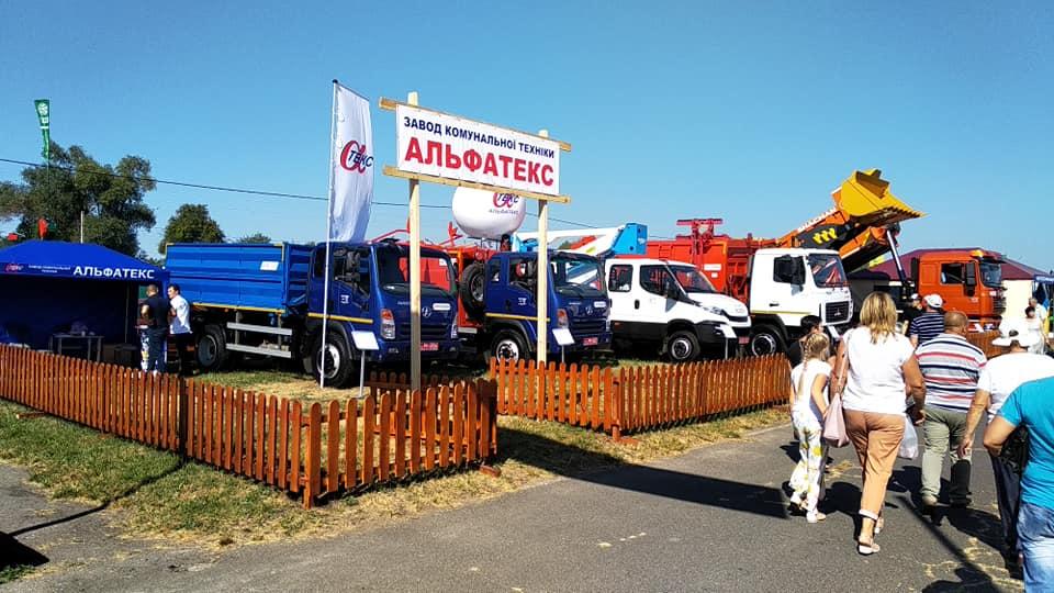 Интересные автомобили на Сорочинской ярмарке