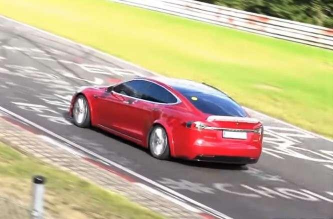 Tesla разработала новые электрокары стремя моторами: Маск проболтался