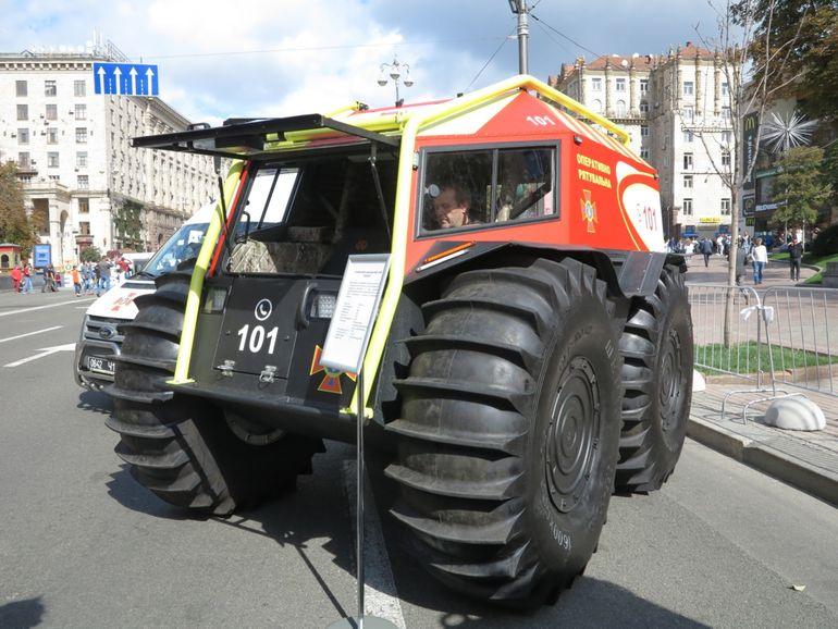 В Украине разработали катер для транспортировки снегоболотохода (ВИДЕО)