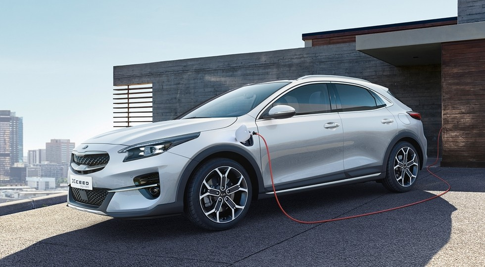 Новинка             Kia показала два новых гибрида с 60 км пробега на электротяге