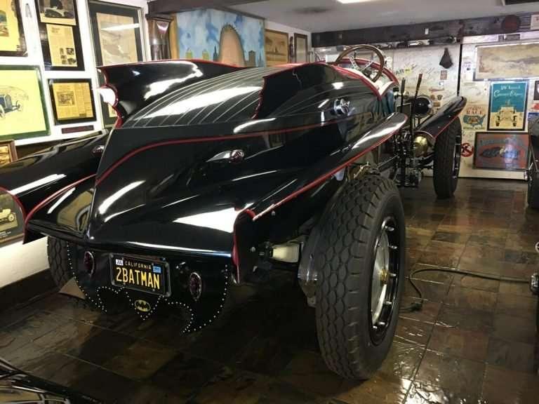 На продажу выставлен уникальный столетний Бэтмобиль с 16-литровым мотором
