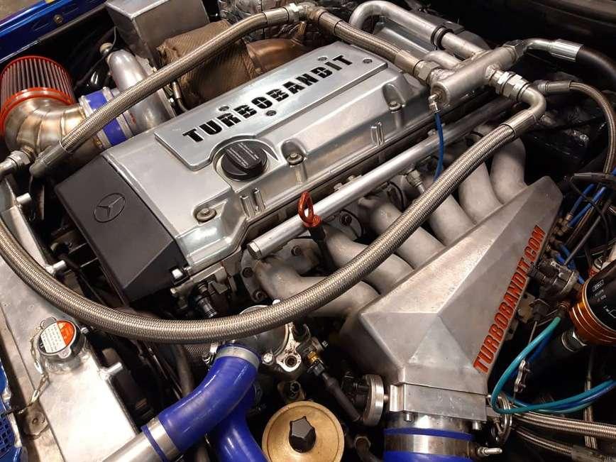 Гроза суперкаров: старенький Mercedes 124 с характеристиками Bugatti